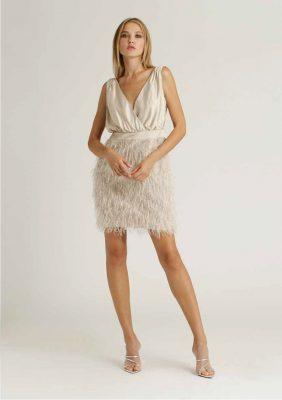 abito corto con gonna in tessuto piume