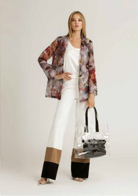 pantalone palazzo con fasce in contrasto al fondo e giacca in organza con rever sciallato