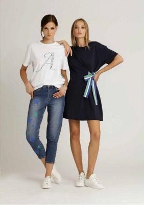 t-shirt con stampa logo e nastro gros più abito in felpa con nastro gros e logo sul dietro