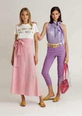 t-shirt con logo in paillettes multicolor e gonna midì svasata con fusciacca più blusa con fusciacca al collo e pantalone slim