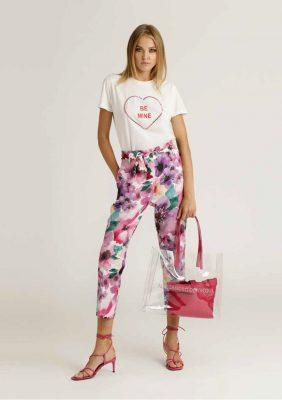 t-shirt con stampa e applicazioni con pantalone tessuto fantasia
