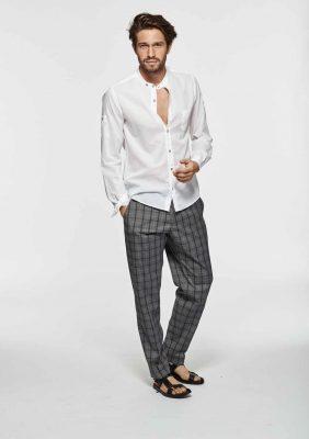camicia con collo guru e pantalone con laccetti in vita
