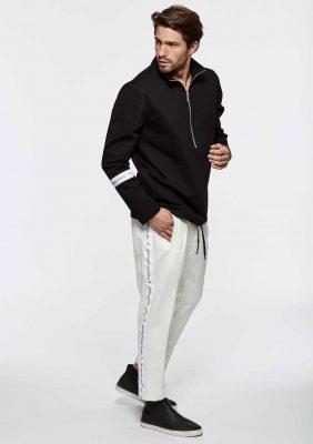 felpa con zip e pantalone con banda logata