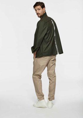 giacca camicia con tasche sul petto e stampa dietro